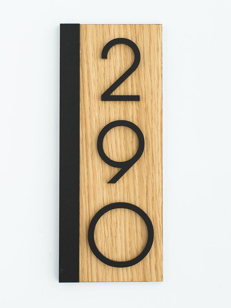 вертикальный номер на дверь дуб