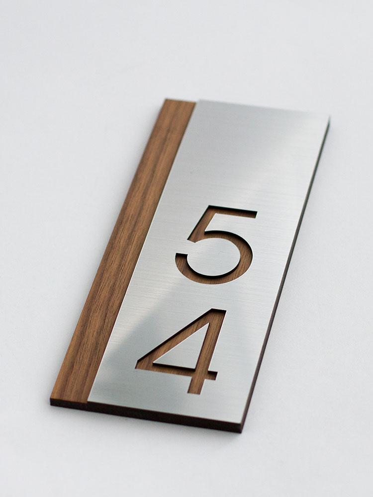 вертикальный номер шпон американского ореха и металлизированная накладка